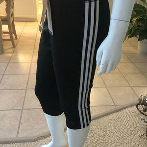 Adidas ladies 3/4 tight—-3/4 length size L